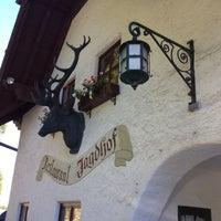 Das Foto wurde bei Sheraton Fuschlsee-Salzburg Hotel Jagdhof von Deniz am 8/28/2012 aufgenommen