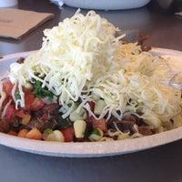 Foto tomada en Chipotle Mexican Grill por Kiran R. el 8/19/2012