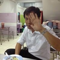 Das Foto wurde bei ข้าวมันไก่ สาธุประดิษฐ์ 25 von Phadung P. am 6/6/2012 aufgenommen
