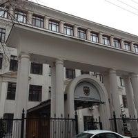 Photo taken at Финансовый университет при Правительстве РФ by Yankey on 3/31/2012