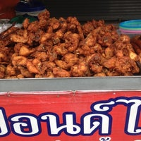 Photo taken at ไก่ทอดปังปอนด์สันติธรรม by KunSak on 8/28/2012