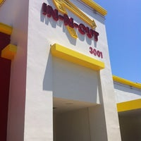 Photo taken at In-N-Out Burger by Yacchy on 6/1/2012