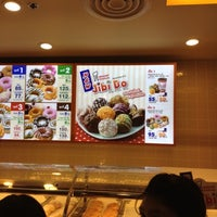 Photo taken at Mister Donut by GoP🅾K 🌴 K. on 8/6/2012