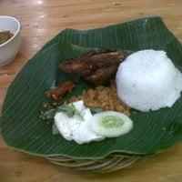 Photo taken at Bebek Goreng Kremes 'Monggo' by Yogie S. on 6/1/2012