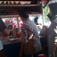 Photo taken at ketoprak pasar lama by ULI S. on 9/9/2012