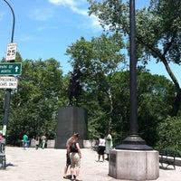7/8/2012 tarihinde Annie W.ziyaretçi tarafından Simon Bolivar Statue'de çekilen fotoğraf