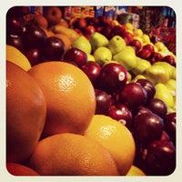 Foto tirada no(a) Johnny D's Fruit & Produce por Alexander L. em 6/26/2012