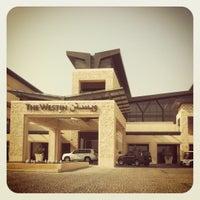 Photo taken at The Westin Abu Dhabi Golf Resort & Spa by Theodore Furui on 8/14/2012