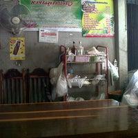 Photo taken at ร้านคุณแก้ว by Opas N. on 8/6/2012
