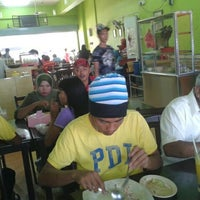 Photo taken at Restoran Risya D'Kampung by Norhana S. on 7/7/2012