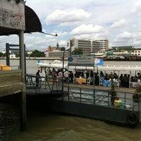 Photo taken at ท่าเรือวังหลัง (ศิริราช) Wang Lang (Siriraj) Pier N10 by Ekkamon T. on 8/17/2012