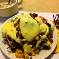 Photo taken at Sizzler by Nuengruthai C. on 7/13/2012