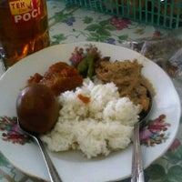 Photo taken at Gudeg Kendil Bu Djuminten by A'Lan D. on 5/6/2012