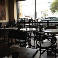 Foto tomada en Starbucks por Mario G. el 2/9/2012