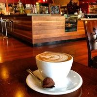 Das Foto wurde bei Tiago Espresso Bar + Kitchen von Thirsty J. am 4/29/2012 aufgenommen