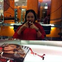 Photo taken at Fazio Beauty By Kleo Salon by Jennifer L. on 5/30/2012