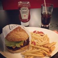 Photo taken at Eddie Fine Burgers by Thyago R. on 5/1/2012