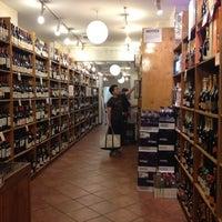 Foto tomada en Gramercy Wine and Spirits por Yeana K. el 5/15/2012
