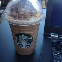 Foto tirada no(a) Starbucks por Catherine S. em 5/10/2012