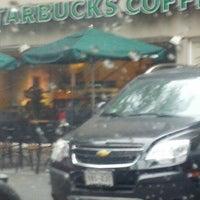 Foto tomada en Starbucks por Carlos R. el 7/24/2012