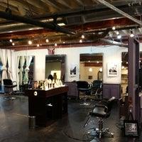 Photo prise au Melrose & McQueen Salon par Davis A. le6/7/2012