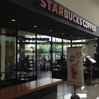 Foto scattata a Starbucks da Riris T. il 8/30/2012