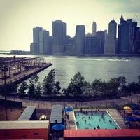 Das Foto wurde bei Brooklyn Heights Promenade von Frederic B. am 7/15/2012 aufgenommen