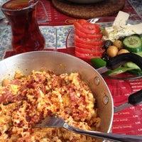 4/28/2012 tarihinde Esra B.ziyaretçi tarafından Café Faruk'de çekilen fotoğraf