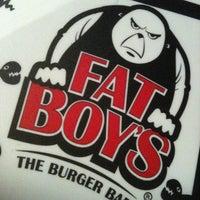 Das Foto wurde bei Fat Boy's The Burger Bar von thesusan am 5/2/2012 aufgenommen
