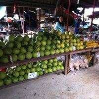 Photo taken at Wat Lam Phaya Floating Market by Amnad S. on 8/12/2012