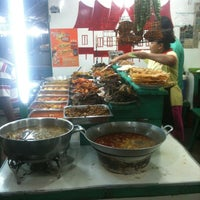Photo taken at Nasi Kapau Sabana Bana by Rifeno B. on 6/17/2012