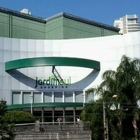 Foto tirada no(a) Shopping Jardim Sul por Bruno C. em 8/9/2012