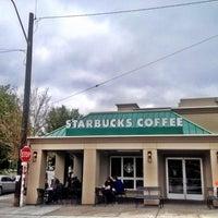 Das Foto wurde bei Starbucks von Kate K. am 7/15/2012 aufgenommen