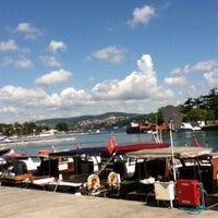 Photo taken at İskele Cafe & İzmir Lokmacısı by Lutfi K. on 7/30/2012