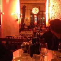 รูปภาพถ่ายที่ The House Café โดย Burcak U. เมื่อ 3/31/2012