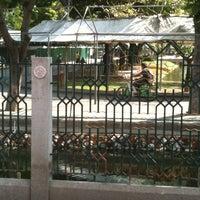Photo taken at สวนหนังสือ สี่แยกเกษตร by Jubjang J. on 5/21/2012