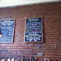 Foto tirada no(a) Griffintown Café por Timothy B. em 3/3/2012