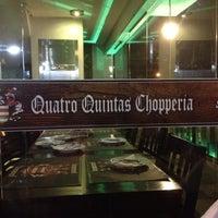 Foto tirada no(a) Quatro Quintas Chopperia & Gourmet por Alexandra R. em 6/29/2012