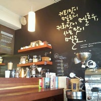 Photo taken at 커피맛이 멜로 by gox.at on 2/14/2012
