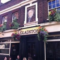 Foto tirada no(a) The Gladstone Arms por Bill R. em 6/30/2012