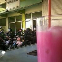 Photo taken at Kantor Kelurahan simomulyo by Mahdi Annas P. on 8/30/2012