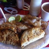 Foto tomada en Tacos El Ranchero por Norma el 8/19/2012