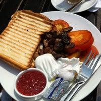 Photo prise au Kith Café par Pauline ɿ. le6/30/2012