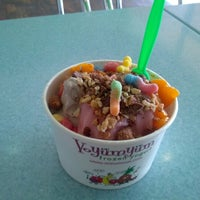 Photo taken at Yo Yum Yum by Julio A. on 8/9/2012