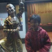 Photo taken at Mbah Jingkrak by yudi alvianus b. on 5/10/2012
