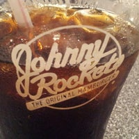 Photo taken at Johnny Rockets by bo d. on 8/3/2012