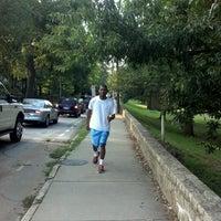 Das Foto wurde bei Chastain Park Walking Path von Michael A. am 7/24/2012 aufgenommen