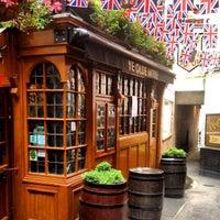 Foto tirada no(a) Ye Olde Mitre Tavern por Simba C. em 7/5/2012