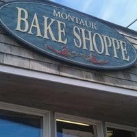 Снимок сделан в Montauk Bake Shoppe пользователем Julie D. 8/25/2012