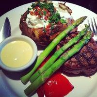 Foto tirada no(a) The Keg Steakhouse & Bar por Susan P. em 5/10/2012